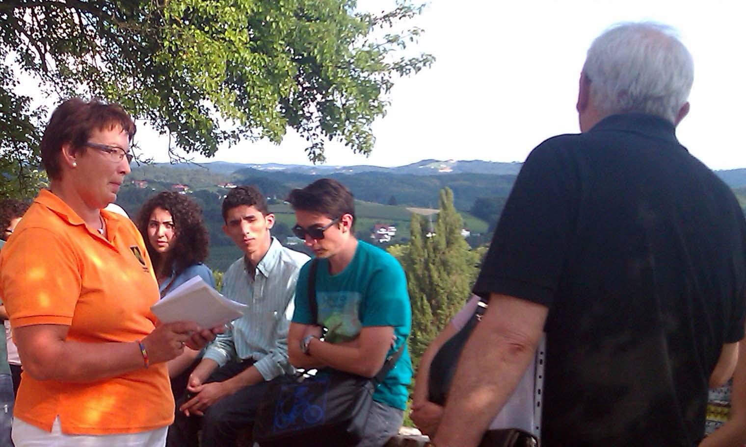 Auf den Spuren der Vulkane mit Frau Rubak am Geo-Trail in Kapfenstein
